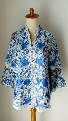 Party outfit dress cardigans 26 ideas for 2019 Blouse Batik, Batik Dress, Girls Winter Fashion, Womens Fashion, Batik Kebaya, Batik Fashion, Dress With Cardigan, Party Fashion, Traditional Outfits