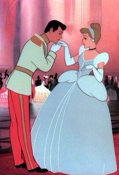 Cinderella, Walt Disney Classic ( I love this movie it's a classic. Who doesn't love the classic Disney Movies ) Disney Animation, Disney Pixar, Disney Amor, Disney E Dreamworks, Disney Films, Disney Characters, Disney Princesses, Disney Movie Scenes, Pocket Princesses