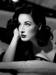 Dita Von Teese (born Heather Renée Sweet on September is an American burlesque dancer, model, costume designer, actress. She is thought to have helped re-popularize burlesque performance and was once married to Marilyn Manson. Lingerie Vintage, Vintage Glamour, Vintage Beauty, Pin Up Vintage, Looks Rockabilly, Rockabilly Fashion, Moda Pin Up, Dita Von Teese Style, Dita Von Teese Makeup
