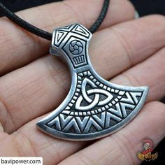 The Viking axe is believed to be the primary weapon that was carried to the battle by the Viking. Viking Axe, Viking Warrior, Viking Ship, Viking Jewelry, Ancient Jewelry, Battle Axe, Norse Vikings, Celtic Art, Necklace Types