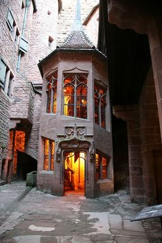 Internal staircase, Château du Haut-Koenigsbourg, Alsace, France - Fabulous castle to visit and Alsace is wonderful! Beautiful Buildings, Beautiful Places, The Places Youll Go, Places To Go, Alsace France, Architecture Cool, Chateau Medieval, Medieval Castle, Château Fort