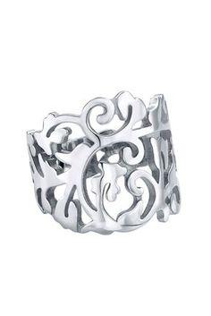 2e35bc93f0d9 Los anillos así me enamoran. Hacen la mano mucho más delicada y disimulan  dedos que