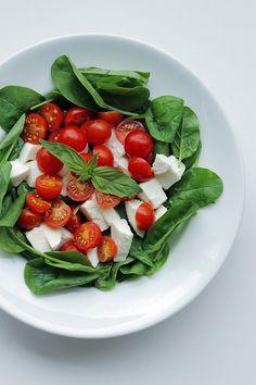 Spinach, Fresh Mozzarella and Tomato salad. #YUM