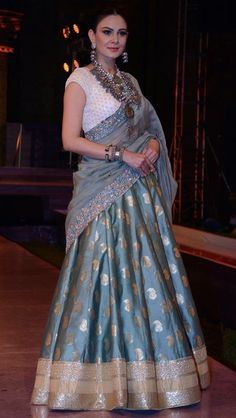 I could make this kind skirt from my blueish grey Indian sari. Choli Designs, Lehenga Designs, Half Saree Designs, Indian Lehenga, Half Saree Lehenga, Lehnga Dress, Banarasi Lehenga, Blue Lehenga, Sabyasachi