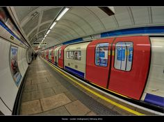 TUBE STATION | LONDON | ENGLAND: *London Underground*