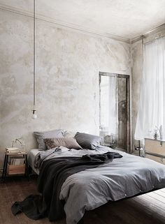 Rustic bedroom - distressed wall