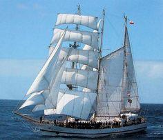 """Barkentyna ORP """"Iskra"""" marynarki wojennej polskiego / Polish Navy sail training barquentine Iskra"""