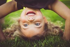 """Ein Kinderbuch erwacht zu yogischer Lebendigkeit: Wir haben für dich vier rasante Übungen aus dem Kinderyoga-Konzept """"YoYo macht Yoga"""" für aktive Kinder. Pädagogisch wertvolle Kinderbücher sind eine ideale Basis für den Yogaunterricht mit Kindern: Charaktere wie wilde Tiere oder mutige Helden regen die Phantasie an – und laden somit ein, neue Bewegungsformen auszuprobieren. Die vier …"""