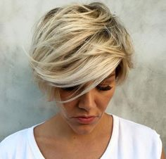 Mixed Short Hair Styles For Everyone! My Hairstyle, Pretty Hairstyles, Bob Hairstyles, Short Hair Cuts For Women, Short Hair Styles, Victoria Beckham Short Hair, Choppy Bob Haircuts, Corte Y Color, Haircut And Color