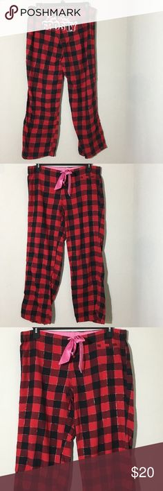 "PINK VS Red Christmas Pink & Frosty Pajama Pants M Women's PINK Victoria's Secret red plaid Christmas ""Pink & Frosty"" pajama pants Sz M measurements 19"" waist laying flat, 32"" inseam. Excellent condition no flaws PINK Victoria's Secret Intimates & Sleepwear Pajamas"