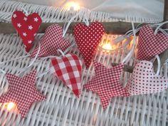Baumschmuck: Stoff - Stoffanhänger in weihnachtlichen Rottönen - ein Designerstück von allesausliebe bei DaWanda