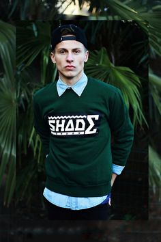 Green sweater with blue shirt —men street style. Best Mens Fashion, Hipster Fashion, Love Fashion, Sharp Dressed Man, Well Dressed Men, Stylish Men, Men Casual, Wardrobe Images, Fly Guy