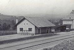 Železničný sklad na stanici, ktorý sa chystajú zbúrať aj keď sa Železničné múzeum Stará Turá snaží o jej využitie.