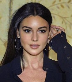 Beauty Makeup, Hair Makeup, Hair Beauty, Brunette Beauty, Most Beautiful Women, Beautiful People, Monica Bellucci Young, Bond Girls, Young Female