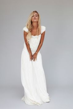 that hair, that tan, that dress ©Jonas Bresnan - Rime Arodaky - Nouvelle collection - La mariee aux pieds nus Boho Wedding Dress, Boho Dress, Wedding Gowns, Hair Wedding, Dress Casual, The Bride, Estilo Hippy, Bohemian Hairstyles, Summer Dresses