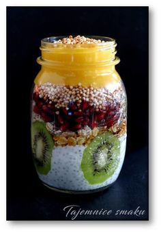 Słoik z owsianką 5 zbóż z kiwi, mango i granatem – Tajemnice smaku Kiwi, Healthy Snacks, Healthy Recipes, Mango, Bagels, Finger Foods, Pesto, Bacon, Deserts