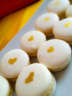 Hand painted gold heart wedding macarons by Cupcake et Macaron Montreal