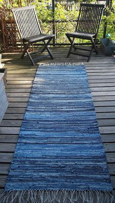 Liljan Lumo: Farkkumatto nimeltään Meri. Rag Rug made from old jeans (denim) and named as the Sea. Designed and knitted by Tiina Lilja/ Liljan Lumo