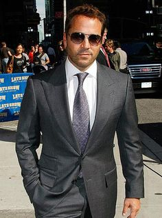 Jeremy Piven (Ari Gold) in Domenico Vacca suit