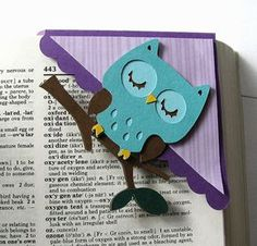 Owl from Create a Critter Cartridge. I used to make similar bookmarks using the corners from envelopes - upcycling Owl Crafts, Diy And Crafts, Crafts For Kids, Paper Crafts, Diy Bookmarks, Corner Bookmarks, Bookmark Ideas, Tarjetas Diy, Create A Critter