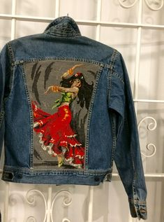 Upcycled Lee jacket Upcycled clothes – selected as Christmas gift of 2018 in Sweden! Diy Upcycled Art, Upcycled Furniture, Furniture Ideas, Repurposed, Lee Denim Jacket, Remake Clothes, Clothes 2018, Denim Crafts, Romantic Outfit