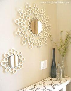Espejo con marco de tubos de PVC...