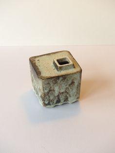 Ikebana, chimney vaas van P. Groeneveldt, Nederlands keramiek, licht groen zwart druipglazuur door PrettyandPreloved op Etsy