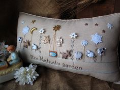 My Nativity Garden Pillow Cottage Style por PillowCottage en Etsy