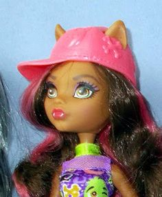 """Calaminthes """"Clawdeens Photoblog"""": REVIEW: Emoji Clawdeen Wolf plus Outdoor Pictures ..."""