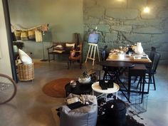 #mercadoloftstore #umseisum #store #decorstore #interior #interiordesign #conforto #qulidade #quality #furniture #decorpieces #tavel #allthewaytravel #metal #wood #glass #mood #inspire #colours #chair