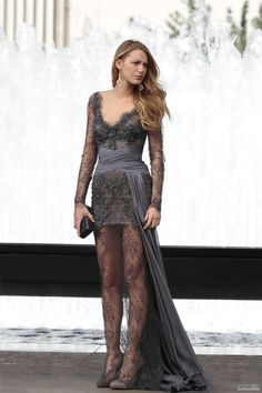 """""""Gossip Girl"""" had plenty of fashion and style inspiration, but Serena van der Woodsen, played by Blake Lively, had some seriously iconic looks. Here are some of Serena's best outfits on """"Gossip Girl. Gossip Girl Dresses, Gossip Girl Outfits, Gossip Girl Fashion, Girls Dresses, Gossip Girl Clothes, Gossip Girl Style, Gossip Girl Season 4, Gossip Girl Wedding, Moda Gossip Girl"""