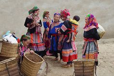 A group of Flower Hmong Ladies at the Sunday Market in Bac Ha – Northern Vietnam    © Michael Sheridan
