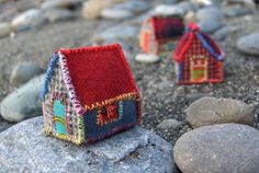Mini Houses Softies Thorfjordur Hamlet [by bleucerise on Etsy] (bad link) Fabric Art, Fabric Crafts, Home Crafts, Arts And Crafts, Felt House, Crochet Amigurumi, Penny Rugs, Fabric Houses, Little Boxes