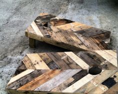 This is neat...pallets made into a corn hole board game!