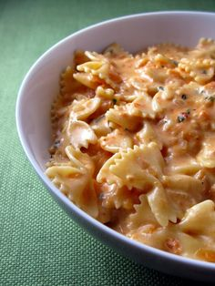 Creamy Tomato Basil Pasta... Perfect for summer & meatless Mondays