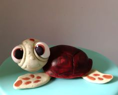 Fondant or gumpaste Turtle cake topper. Works with any Nemo and Friend cake or party Pretty Cakes, Cute Cakes, Beautiful Cakes, Amazing Cakes, Animal Cupcakes, Cupcake Cookies, Hawaii Cake, Friends Cake, Holiday Pies