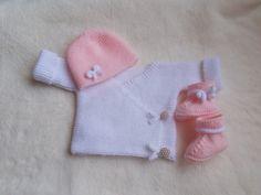 ensemble bébé en laine layette rose et blanc , cadeau de naissance : Mode Bébé par bebelaine