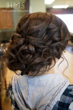39 elegant updo hairstyles for beautiful brides curled updo hairstyles Curled Updo Hairstyles, Fancy Hairstyles, Grad Hairstyles, Updo Hairstyles For Homecoming, Curled Hair Updo, Updo With Curls, Curly Bridesmaid Hairstyles, Drawing Hairstyles, Prom Updo