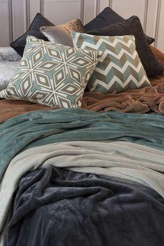 Más en www.lamallorquina.com Comforters, Throw Pillows, Blanket, Bed, Home, Duvet Covers, Beds, Yurts, Colors