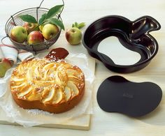 Kovová forma s nepřilnavou vrstvou se hodí nejen na jablečný koláč, cena 429 Kč; Kaiser