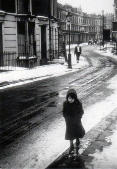 a waif destined to die on the streets of london, 1962 photo by george rodger/magnum photos (re-uploaded with better quality) Vintage London, Old London, Old Photography, Street Photography, Henri Cartier Bresson, Black White Photos, Black And White Photography, Milan Kundera, Photo B