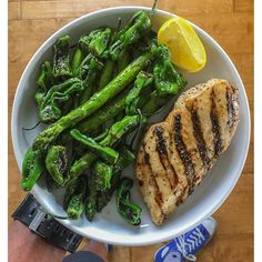 Double-tap if you could go for this! Do you struggle with asparagus fatigue? Spice it up (but in a not hot way) with padron peppers! For #lunch, I tossed some of these mild peppers in the skillet while sautéing asparagus in olive oil. You don't need a lot of seasoning because they are pretty flavorful - just pepper, sea salt and fresh lemon. I enjoyed this mix with grilled chicken breast #ftw. Scoop up some peppers today on your way home from work! Boom. (traduccion abajo) ----- Haz doble…