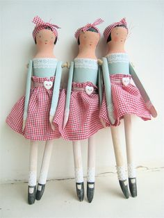 dolls by SophieTilleyDesigns on etsy:  http://www.etsy.com/listing/92432509/doll-kit