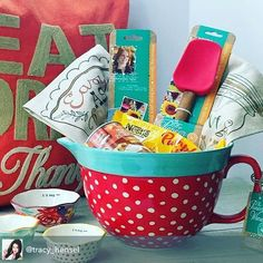 Do it Yourself Gift Basket Ideas for all Occassions – The CUTEST Baking Gift Ide… Do it Yourself Gift Basket Ideas for all Occassions – The CUTEST Baking Gift Idea using a decorative Batter Bowl as the gift basket via Pioneer Woman ReGram Themed Gift Baskets, Diy Gift Baskets, Christmas Gift Baskets, Raffle Baskets, Diy Christmas Gifts, Basket Gift, Gift Baskets For Women, Holiday Gifts, Kitchen Gift Baskets