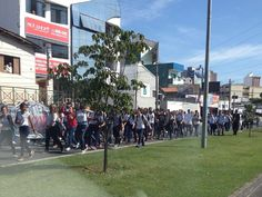 Protesto de estudantes prejudica trânsito no centro de Sorocaba +http://brml.co/1FH4XlB