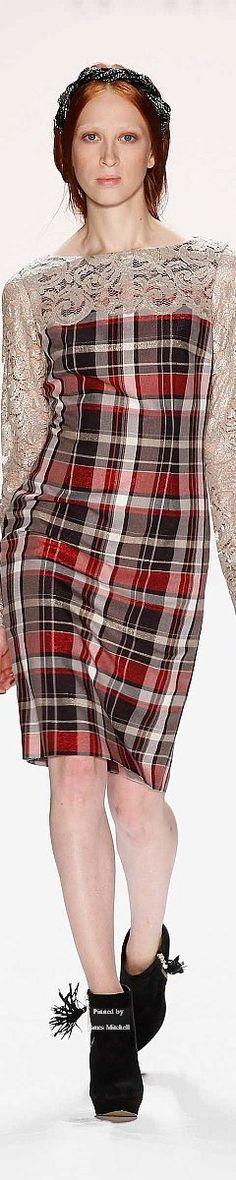 Anja Gockel Fall-winter tartan and lace Tartan Dress, Tartan Plaid, Tartan Fashion, Fashion Outfits, Anja Gockel, Classy Business Outfits, Western Outfits, Sewing Clothes, Dressing