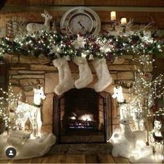 100 Best Christmas mantel decorations that glisten with an aesthetic élan - Hike n Dip : Here are 100 Best Christmas Mantel Decorations. Take inspiration for the perfect Christmas Fireplace decor, that include various themes & traditional styles Silver Christmas Decorations, Christmas Mantels, Noel Christmas, White Christmas, Christmas Wedding, Christmas Fireplace Decorations, Winter Wonderland Decorations, Winter Wonderland Christmas, Christmas Tables