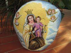 Virgen del Carmen pintada a mano sobre piedra de 30 x 35 cm y peso aprox de 20 kilos