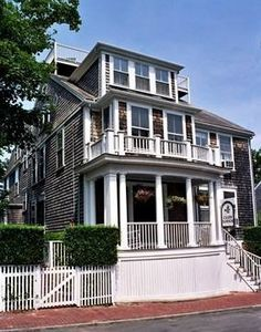 Cliff Lodge Inn, a bed and breakfast in Nantucket, Massachusetts