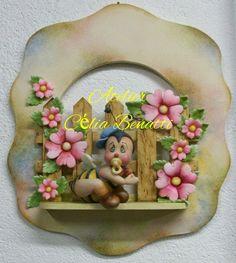 QUADRO ABELHA BABY Quadro de porta de maternidade ou para enfeitar o quarto do bebê. Trabalho feito em biscuit. www.elo7.com.br/celiabenatti